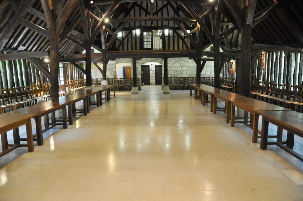 Vue intérieure de la grange du Grand Aulnay