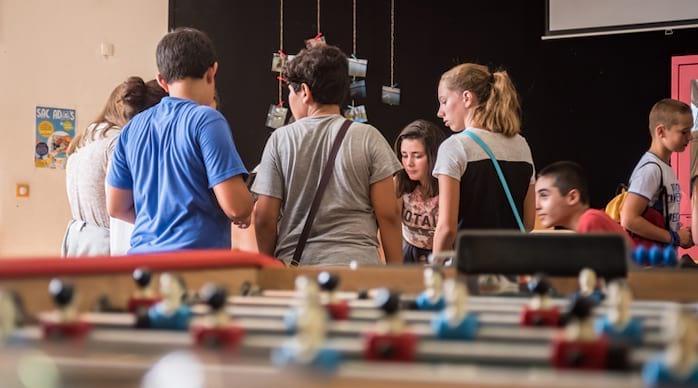 l'Espace jeunesse avec des adolescents