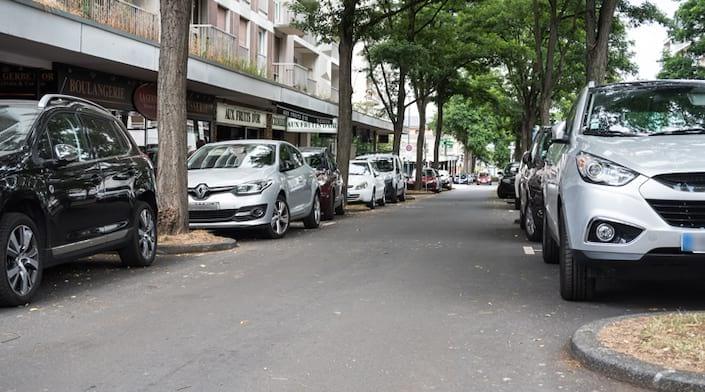 Le stationnement dans une rue
