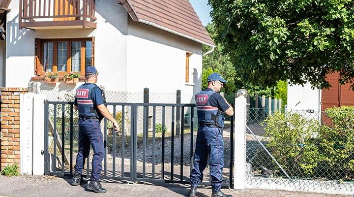 Des agents ASVP surveillent les habitations
