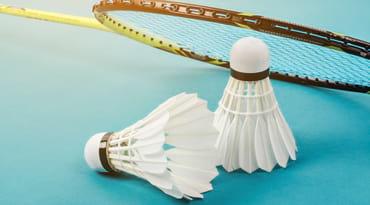 Volants et raquettes de badminton