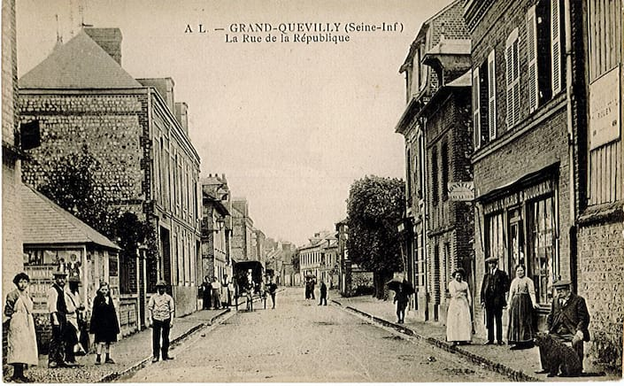 Carte postale ancienne de la rue de la Répblique